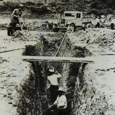 <p>中村徹恩校長代に計画されたプール建設が70周年記念事業として実現。</p>
