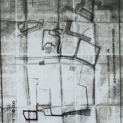 <p>新校舎の用地実測図<br /> 明治39年5月、新校舎の用地を現在地である上京区南禅寺町字寺内に求めたが、この地には慈氏院(南禅寺の塔中)が建っていた。</p>