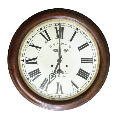 2016年現在も第一回卒業生寄贈の時計が飾られています。