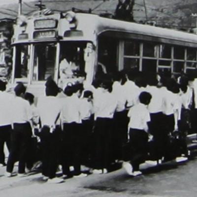 下校の様子。電車は東山生の貸切状態。