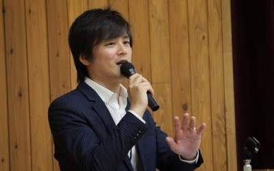 岸野祐樹さん(H12年度卒)が東山中学校で土曜講座